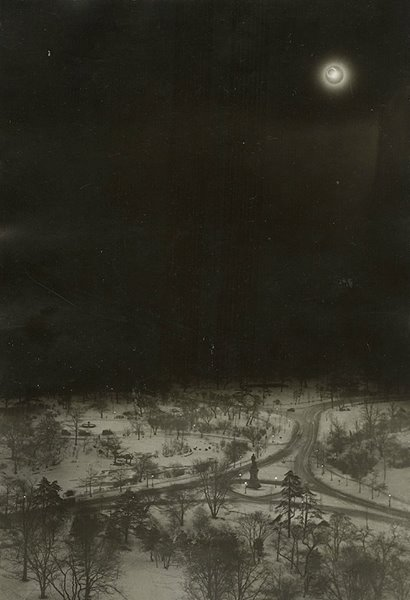 solar-eclipse-over-central-park-new-york-1925-photographer-unknown
